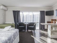 continental 1 240x180 - Continental Motel