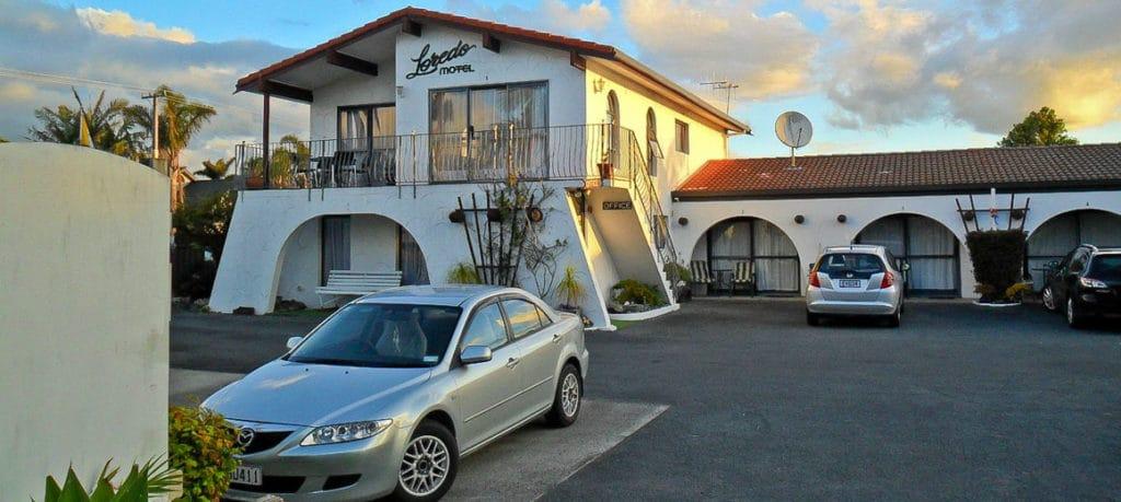 Loredo 01 1024x459 - Loredo Motel