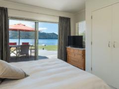 Lounge to Lake 03 240x180 - Lounge To Lawn To Lake