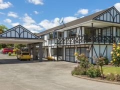Kingswood 01 240x180 - Kingswood Manor Motel