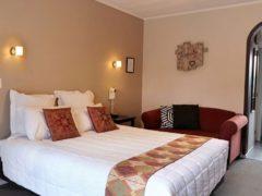 Kingswood 02 240x180 - Kingswood Manor Motel
